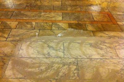 Ønsker du vejledning til rensning af gulv eller vægfliser