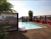 fliser-galleri-55-terrassen-og-omgivelserne-sender-tankerne-mod-middelhavsomrdets-lkre-udsigt