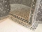 italienske-runde-marmor-fliser-til-badevrelse-med-flot-kolorit