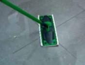 daglig-rengoering-af-badevaerelsesfliser-2