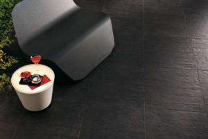 Fliser-galleri-2-Keramiske beton-look-i-mørk-farve