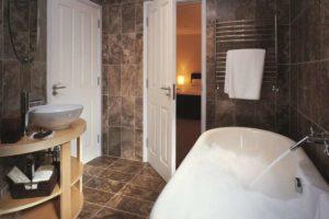 Fliser-galleri-56-Badeværelset-er-et-hjertevarmt-rum-når-det-beklædes-med-travertin