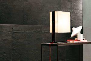 Fliser-galleri-61-Sort-og-rå-beton-look-i-familie-køkkenet