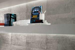 Fliser-galleri-87-Skab-en-effektfuld-væg-i-vedligeholdelsefri-rå-beton-look