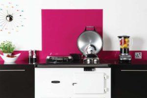 Fliser-galleri-9-Unikt-design-over-køkkenbordet-med-glas-i-pastelfarver