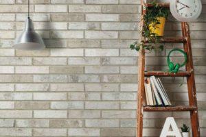 Fliser-galleri-91-Denne-overfladestruktur-giver-væggen-en-variation-som-rigtige-mursten
