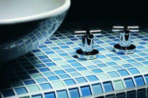 Fliser-galleri-94-Hvis-badeværelset-skal-være-et-fristed-skal-du-overveje-blå-glas-mosaik