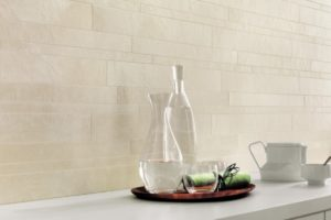 Hvid bordplade med cements look brick mosaik