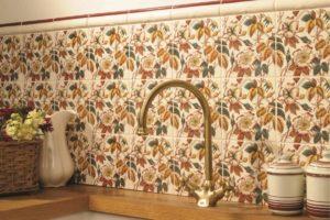 blomstermotiver på vægfliser