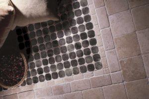 Køkken gulvet lavet i travertin mønster