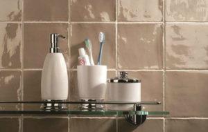 Få inspiration til vægbeklædningen på badeværelset